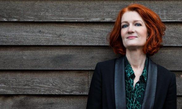 Ekstra Bladets chefredaktør Karen Bro forlader EB for at lancere et nyt internationalt medie for kvinder på hendes egen alder.