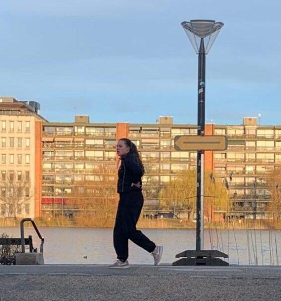 Danskerne blev tæppebombet med historier om coronasmitte og accepterede derfor vidtgående indgreb