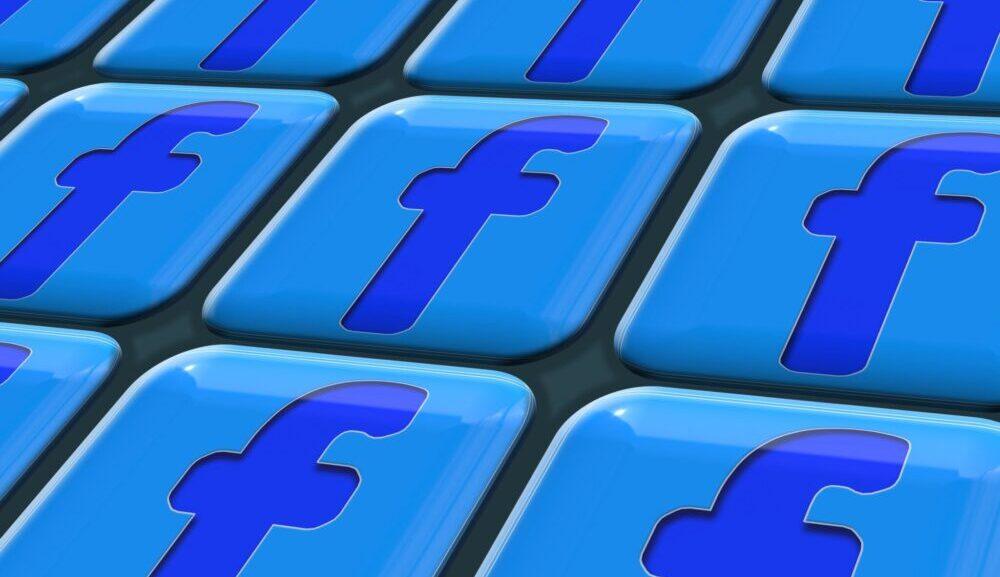 Facebook køber artikler for hundredevis af millioner fra britiske medier
